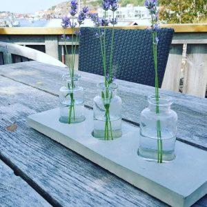 Betonghållare till vaser